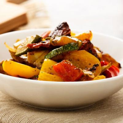 Gegrilltes Gemüse als Antipastisalat