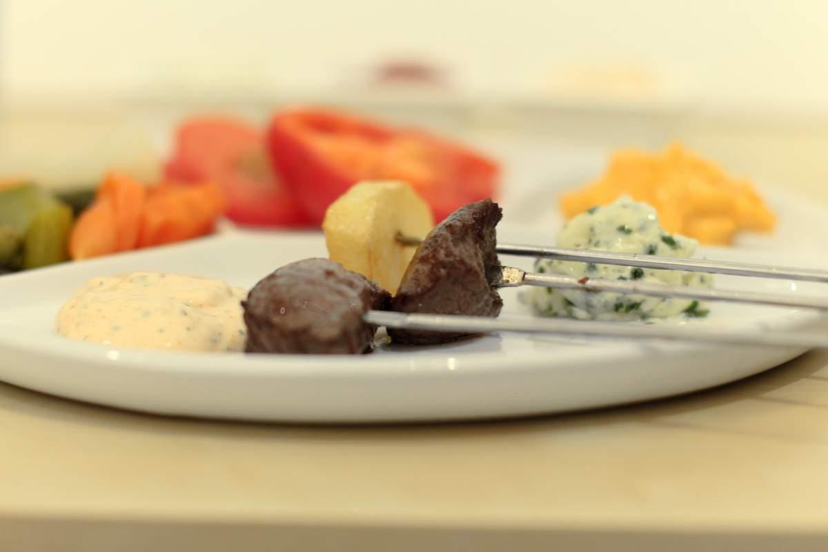 Fleischfondue mit Fett - Anleitung